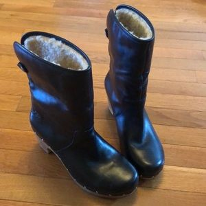 UGG Lynnea shearling lines clog boots, size 8.
